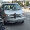 【カナダその30 車の上の木彫りフクロウ 】
